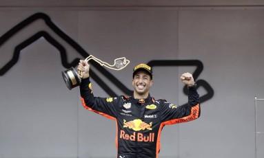 Daniel Ricciardo vibra com a vitória em Mônaco: foi a segunda do piloto australiano da RBR na atual temporada da F1 Foto: Luca Bruno / AP