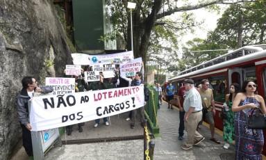 Protesto na entrada do Cristo Redentor pede que presidência do ICMBio não seja assumida por grupo político Foto: Marcos Ramos / Agência O Globo