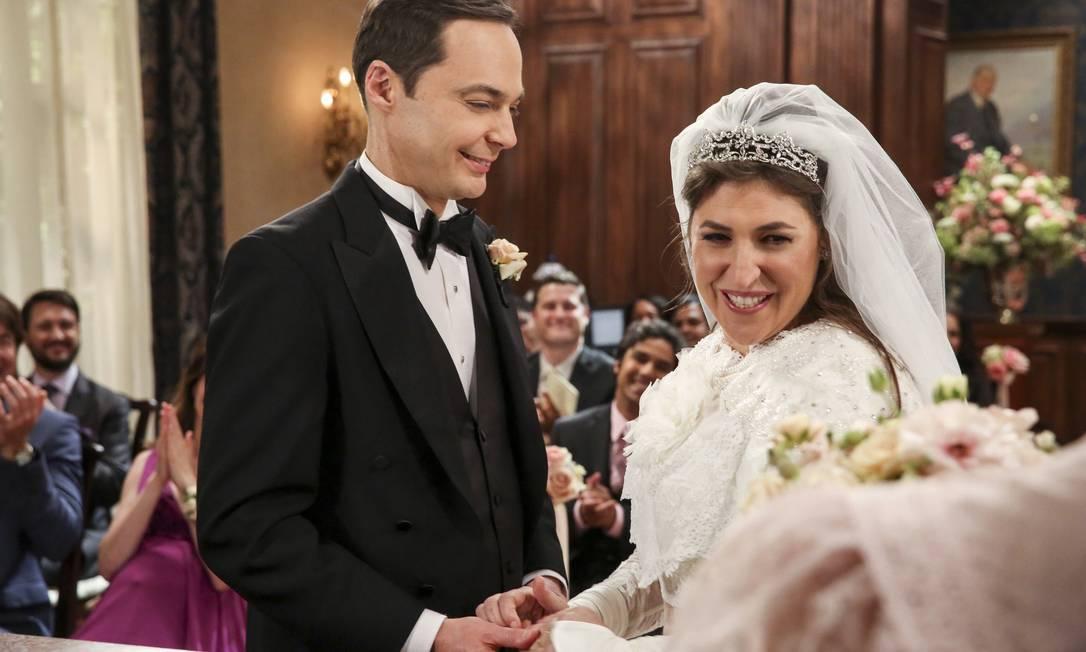 Sheldon e Amy: Jim Parsons e outros colegas aceitaram corte de salários para que Mayim Bialik e Melissa Rauch ganhassem mais Foto: Divulgação