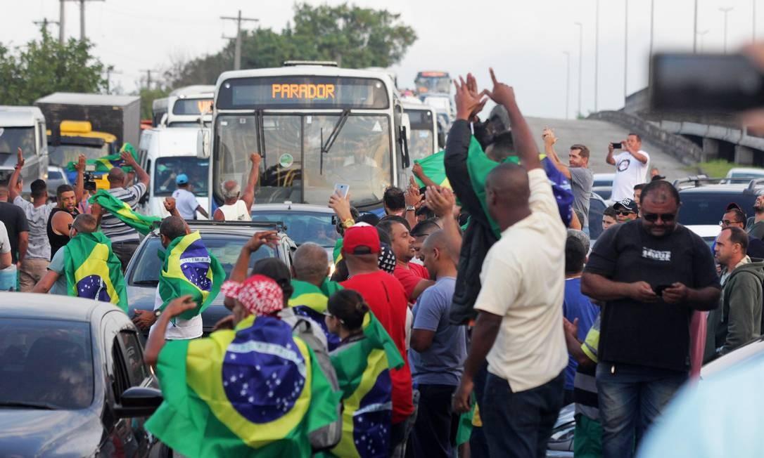 Caminhoneiros bloquearam a passagem em rodovias não apenas de caminhões, mas também ônibus e carros de passeio em diversos pontos do país ao longo da última semana Foto: Paulo Nicolella / Agência O Globo