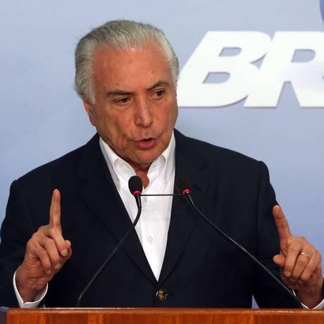 O presidente Michel Temer, durante pronunciamento, no palácio do Planalto Foto: Givaldo Barbosa / Agência O Globo