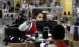 Moda íntima. Costureiras trabalham na fábrica Lucitex, uma das maiores de Friburgo: setor, responsável pela maior abertura de CNPJs na cidade, é o que mais emprega