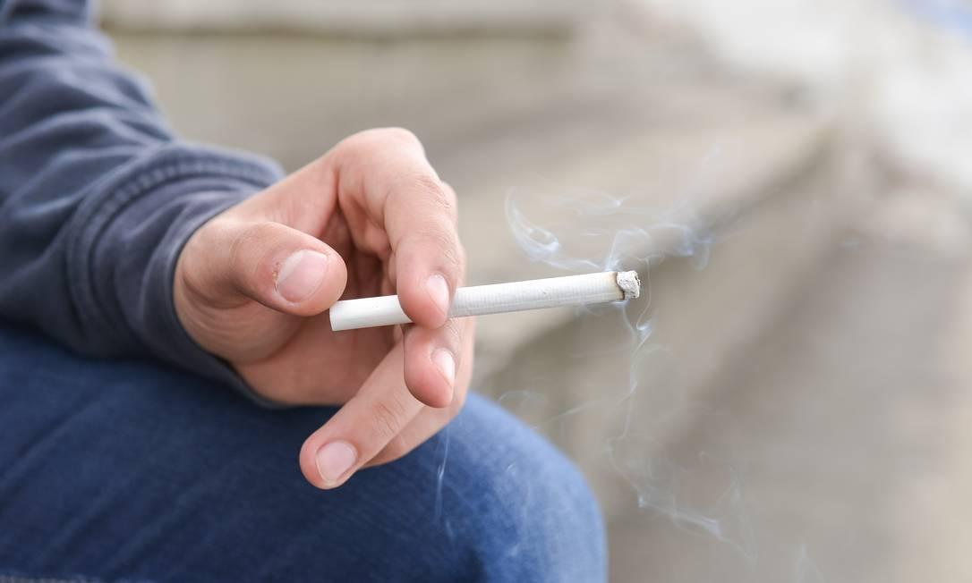 Entre os problemas de saúde trazidos pelo fumo, estão doenças cardiovasculares, diabetes e câncer Foto: Shutterstock