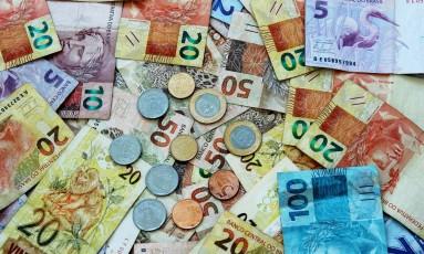 Notas e moedas de reais Foto: Pixabay