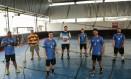 Os jogadores heteros do Guanabara Handball abraçaram a causa dos Gay Games Foto: Agência O Globo / Brenno Carvalho
