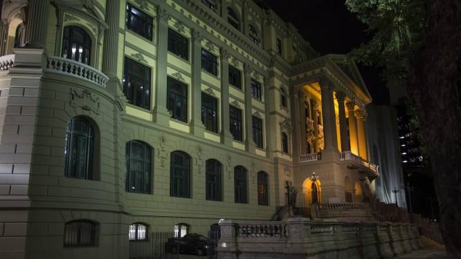 Fachada do prédio da Biblioteca Nacional após passar por restauração Foto: Guito Moreto / Agência O Globo