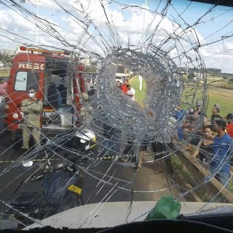 Agressão. O caminhão de José Batistela, de 70 anos. Ele morreu depois de levar uma pedrada, que o atingiu na cabeça, quando passava por uma manifestação em Rondônia Foto: José Manuel/Rede Amazônica/G1