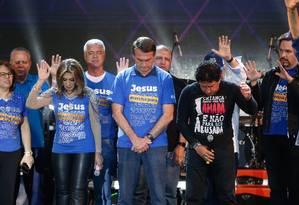 Jair Bolsonaro participa da Marcha para Jesus ao lado do senador Magno Malta Foto: Marcos Alves / Agência O Globo