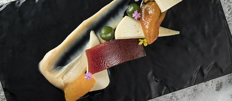 Seleção de doces da fazenda com queijo Canastra (R$ 32) Foto: Rodrigo Azevedo / Divulgação