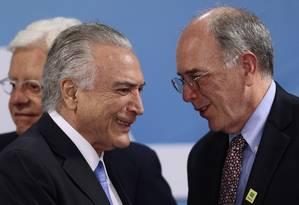 O presidente Michel Temer e presidente da Petrobras, Pedro Parente, durante cerimônia de divulgação do plano de negócios da empresa Foto: Jorge William/Agência O Globo/21-12-2017