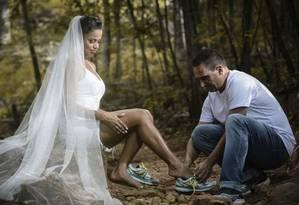 Kelma e Decker fizeram um ensaio com temática esportiva antes do casamento Foto: Divulgação/Equipe Jardel Matos