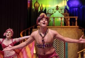 Figurino. O show da Disney apresenta mais de 50 personagens ao contar histórias como a de Aladdin Foto: Brenno Carvalho / Agência O Globo