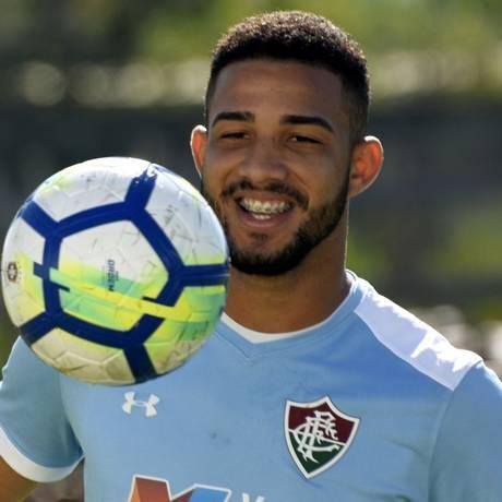 Sorridente. João Carlos treina no CT tricolor: atacante substituirá Pedro hoje Foto: Mailson Santana/Fluminense FC / Mailson Santana/Fluminense
