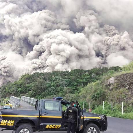 Nuvem de cinza após a erupção de vulcão na Guatemala Foto: AFP