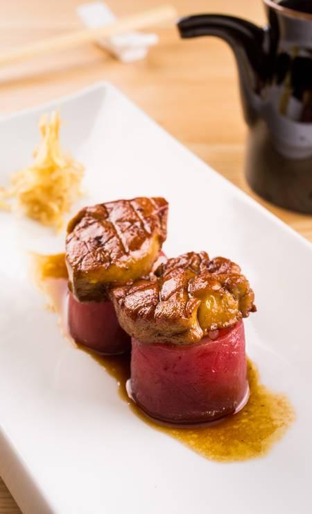 Dyo atum foie gras (R$ 38), a dupla do peixe com a iguaria francesa do Naga (Village Mall, Av. das Américas 3.900, Barra — 3252-2698) Foto: Tomas Rangel / Divulgação