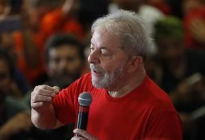 O ex-presidente Lula discursa em evento com sindicalistas Foto: Edilson Dantas/Agência O Globo/24-01-2018