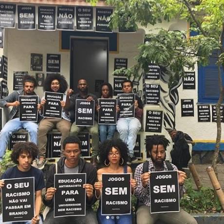 Estudantes protestam após episódios de racismo nos Jogos Jurídicos no Rio Foto: Reprodução da internet