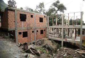 Obras irregulares no alto do Morro do Banco Foto: fotos de Bárbara Lopes