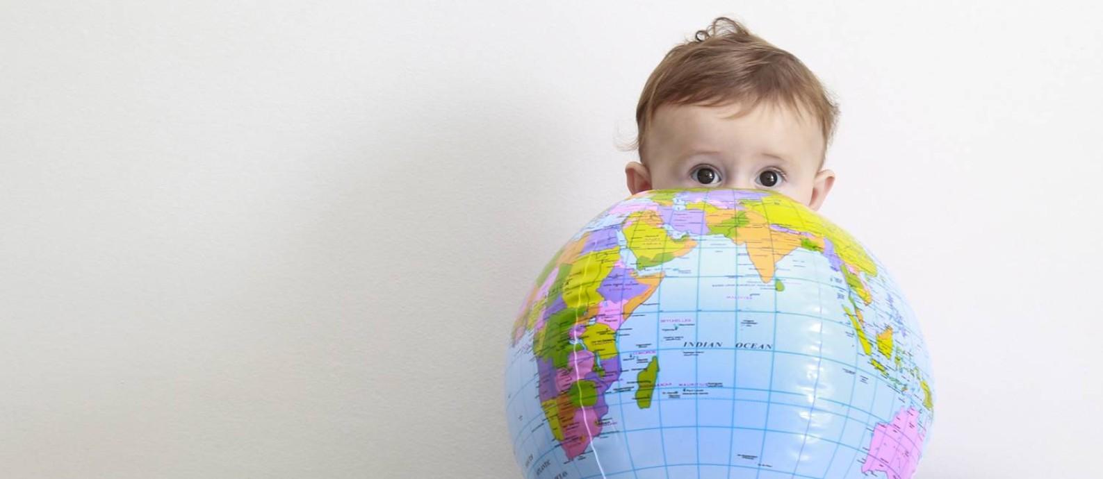 O pequeno Tim viajou com os pais para Amsterdã, Copenhague e Malmö quando tinha quatro meses Foto: Marcos Ramos / Agência O Globo
