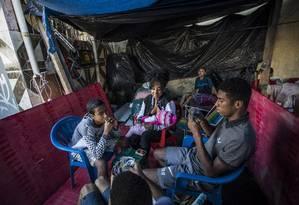 Grupo acampa há dez dias Foto: Guito Moreto / Agência O Globo