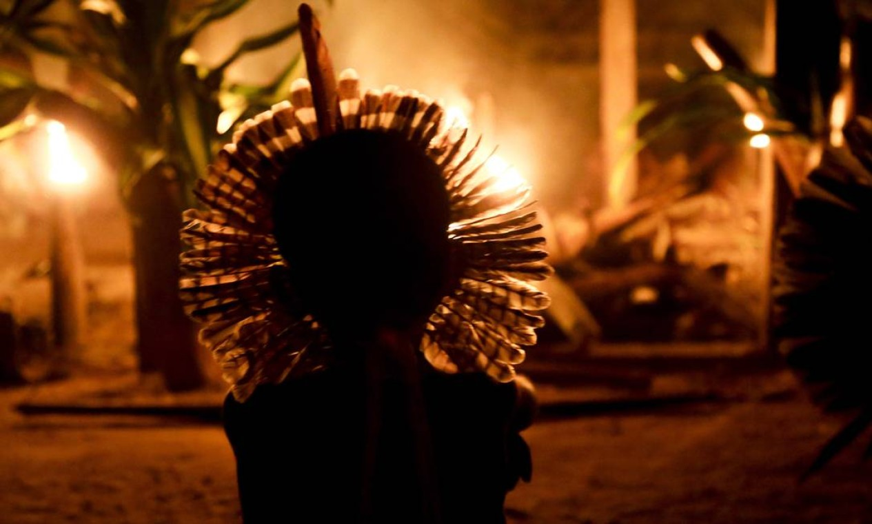 A cada lua cheia, os Mundurukus se reunem para agradecer às divindades. Foto: Gabriel de Paiva / Agência O Globo