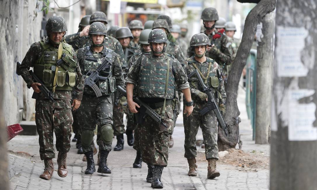 De acordo com o Comando Militar do Leste, a operação realizada nesta quarta abrange uma área com 200 mil moradores Foto: Pablo Jacob / Pablo Jacob