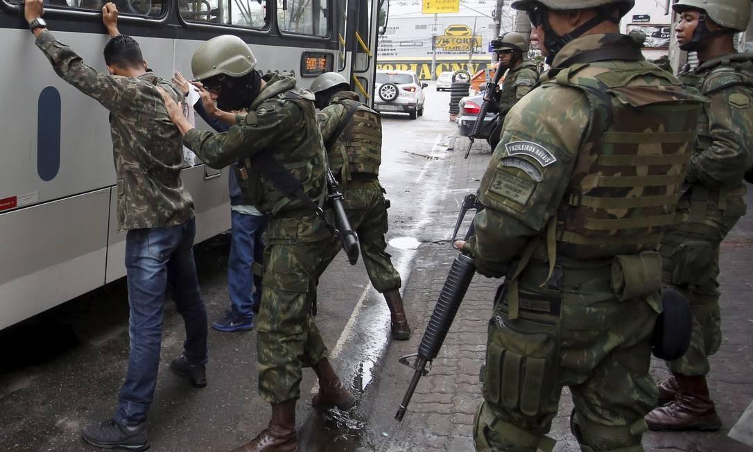 Em redes sociais, moradores da Cidade de Deus relatam intenso tiroteio na comunidade Foto: Pablo Jacob / Agência O Globo