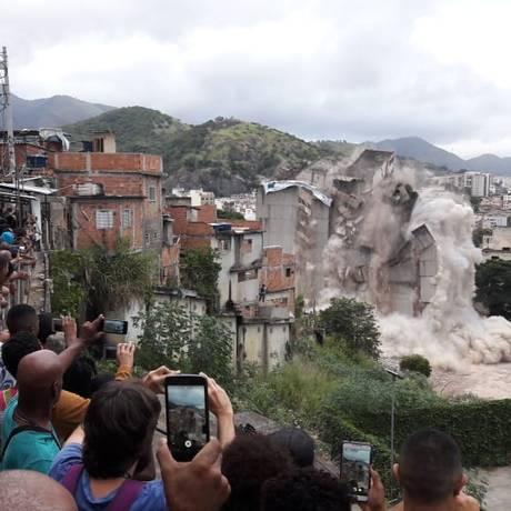 Primeira parte da implosão aconteceu há cerca de um mês Foto: Pedro Zuazo 13-05-2018 / Agência O Globo