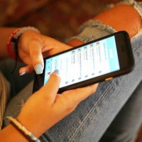Internet acessada pelo telefone celular Foto: Reprodução