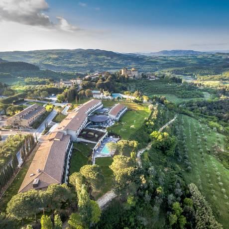 Il Castelfalfi, na Toscana. Vila medieval foi restaurada e ao lado, aberto um resort com vinhedo e campo de golfe Foto: Divulgação