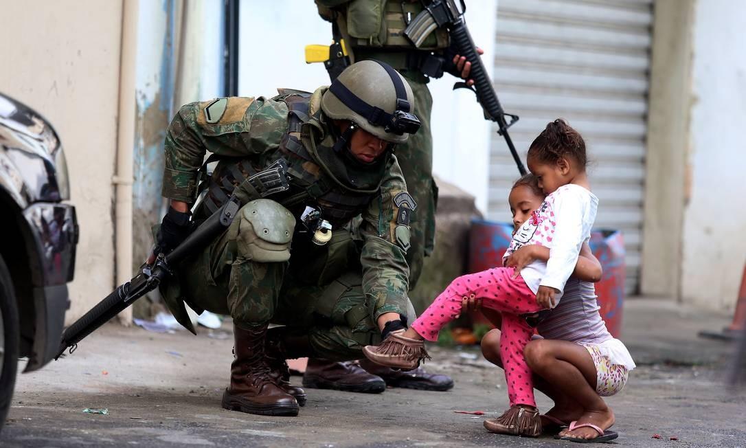 Operação das Forças de Segurança na Zona Oeste Foto: Fabiano Rocha / Agência O Globo