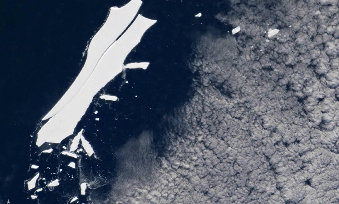 Fotografia mostra que o B-15Z já possui uma grande fratura Foto: / NASA
