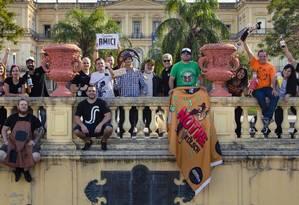 Todos juntos. Participantes do Gastro Beer Rio reunidos diante do Museu Nacional Foto: Agência O Globo / Leo Martins