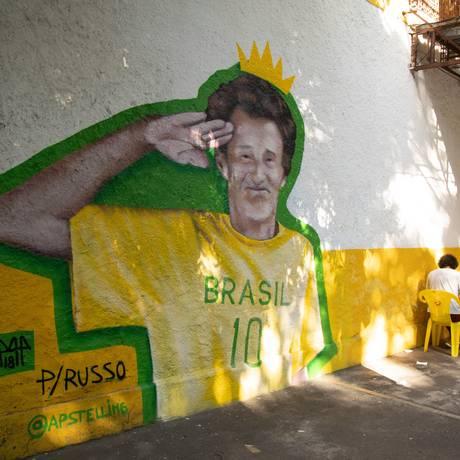 Pintura em Boa Viagem homenageia morador que era parecido com Russo Foto: Bárbara Lopes / Agência O Globo
