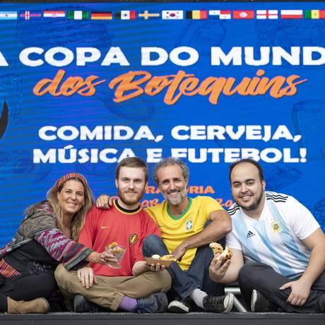 Fabi, do Ceviche da Fabi, Gabriel e André Palatnic, do Belga, e Fernando Campos, do La Empanadera Foto: Agência O Globo / Ana Branco