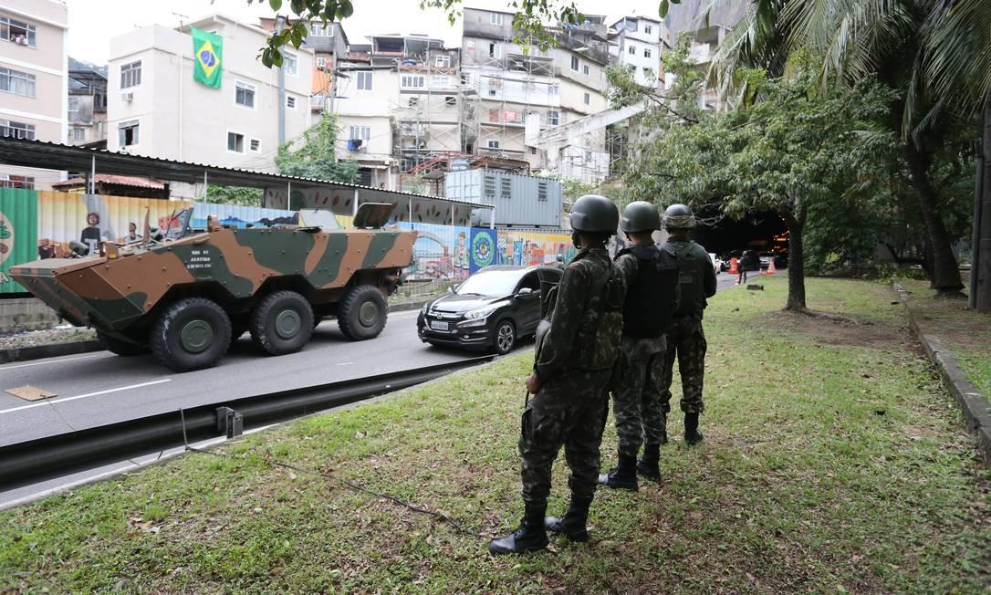 Forças Armadas fazem operação na Rocinha neste sábado Foto: Marcia Foletto / Agência O Globo