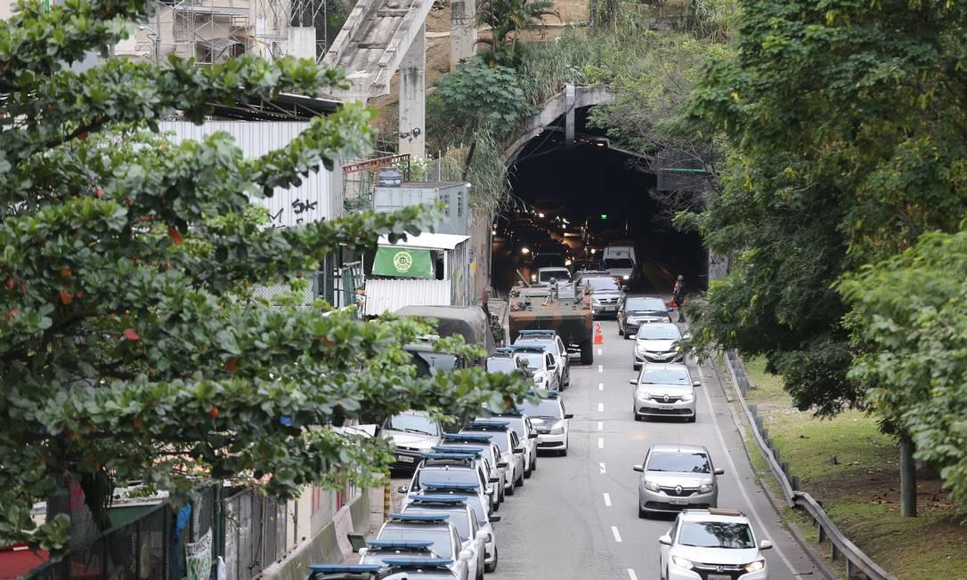 Via foi liberada às 7h44. Trânsito na região ficou intenso durante toda a manhã Foto: Marcia Foletto / Marcia Foletto