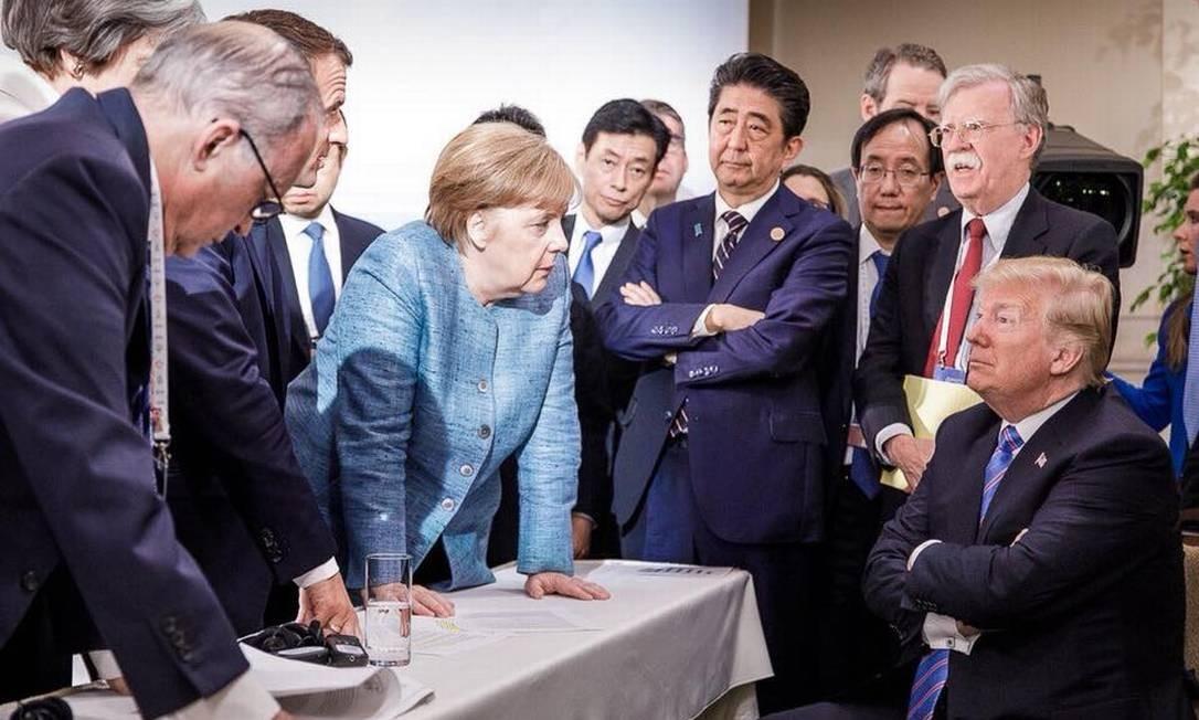 Em cúpula do G7, o presidente dos EUA, Donald Trump, conversa frente a frente com premier Theresa May, do Reino Unido; presidente Emmanuel Macron, da França; chanceler alemã, Angela Merkel; e premier japonês, Shinzon Abe Foto: Reprodução/Instagram Angela Merkel