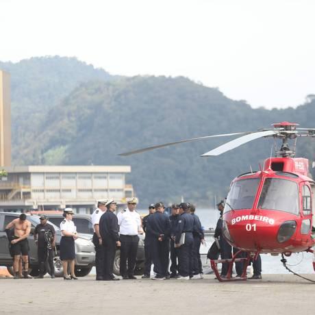 Marinha e Bombeiros: à procura dos desaparecidos Foto: Bárbara Lopes / Agência O Globo