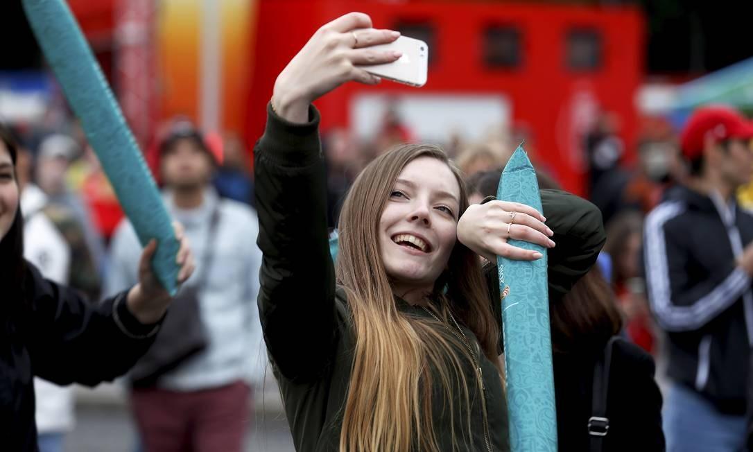 O selfie foi em frente a universidade estatal de Moscou a Fifa organiza a Fan Fest. Logo na abertura a Russia mostra sua cara. Foto: Marcelo Theobald Marcelo Theobald / Agência O Globo