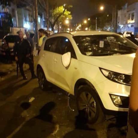 Carro roubado em que os criminosos estavam Foto: Reprodução/redes sociais