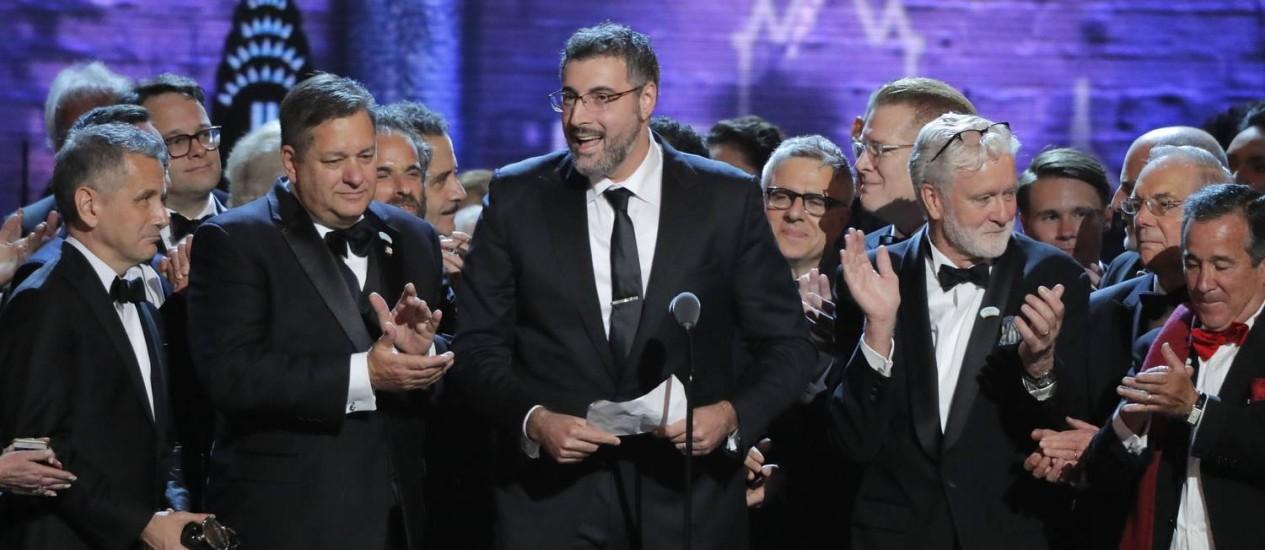 """Os criadores de """"The band's visit"""" recebem o prêmio de melhor musical na 72ª edição do Tony Awards Foto: LUCAS JACKSON / REUTERS"""