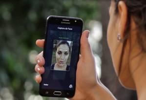 Exemplo de capura de imagem do rosto pelo aplicativo para validação de identidade: IA ajuda a compensar variações de posicionamento e iluminação para facilitar vida de usuários e seus potenciais clientes Foto: Divulgação