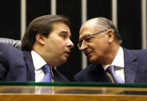 O presidente da Câmara, Rodrigo Maia, e o ex-governador de São Paulo Geraldo Alckmin Foto: Givaldo Barbosa/Agência O Globo/25-04-2018