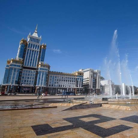 Vista da Millennium Square, em Saransk, uma das 11 cidades-sede da Copa de 2018, na Rússia Foto: MLADEN ANTONOV / AFP
