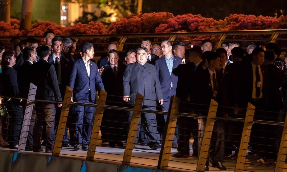 Na véspera do encontro, Kim passeou por Cingapura. O ditador raramente sai de seu país. Este ano, ele esteve duas vezes na China, principal aliada dos norte-coreanos Foto: NICHOLAS YEO / AFP