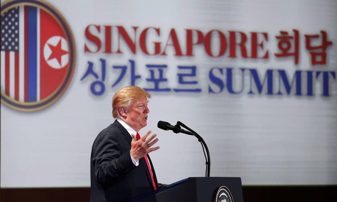 Trump dá entrevista coletiva depois de assinar o documento final da cúpula histórica com o ditador norte-coreano, Kim Jong-un Foto: JONATHAN ERNST / REUTERS