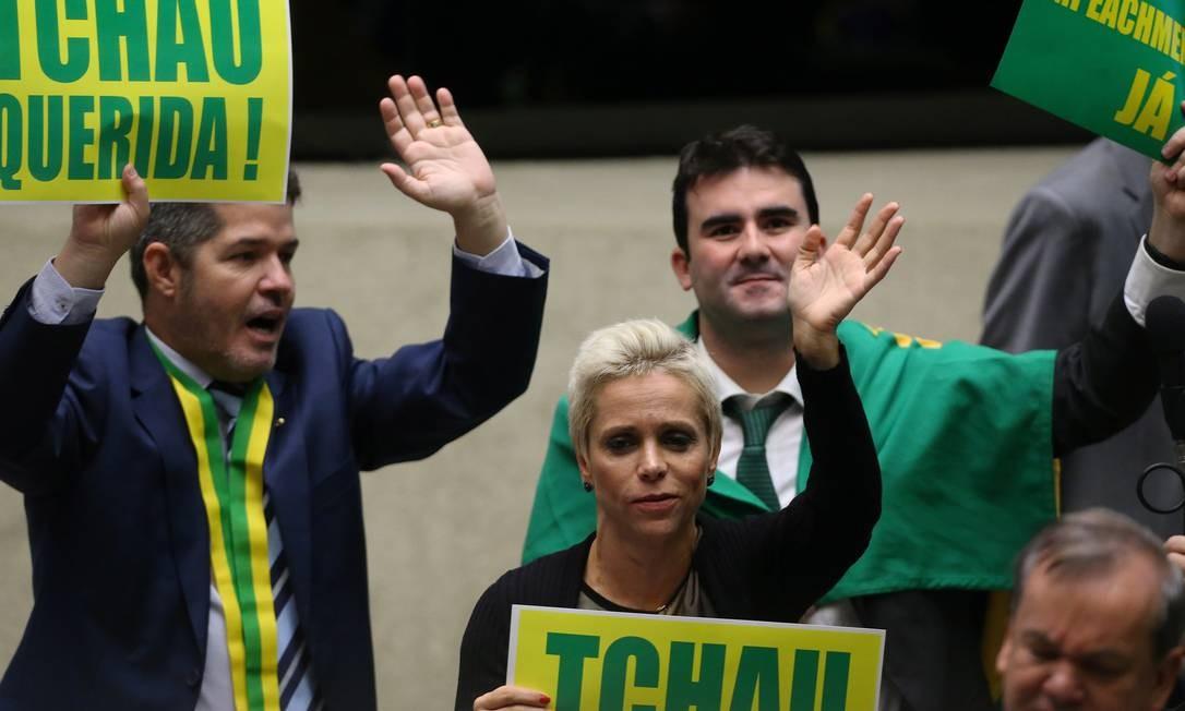 Cristiane Brasil durante o debate sobre o Impeachment da ex-presidente Dilma Rousseff. Deputada se envolveria, cerca de dois anos depois, em uma série de polêmicas e denúncias que a impediram de assumir uma pasta no governo Temer Foto: Ailton de Freitas / Agência O Globo