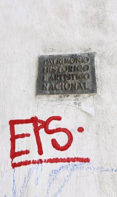 Vandalismo perto de placa do chafariz da Glória Marcos Ramos / Agência O Globo