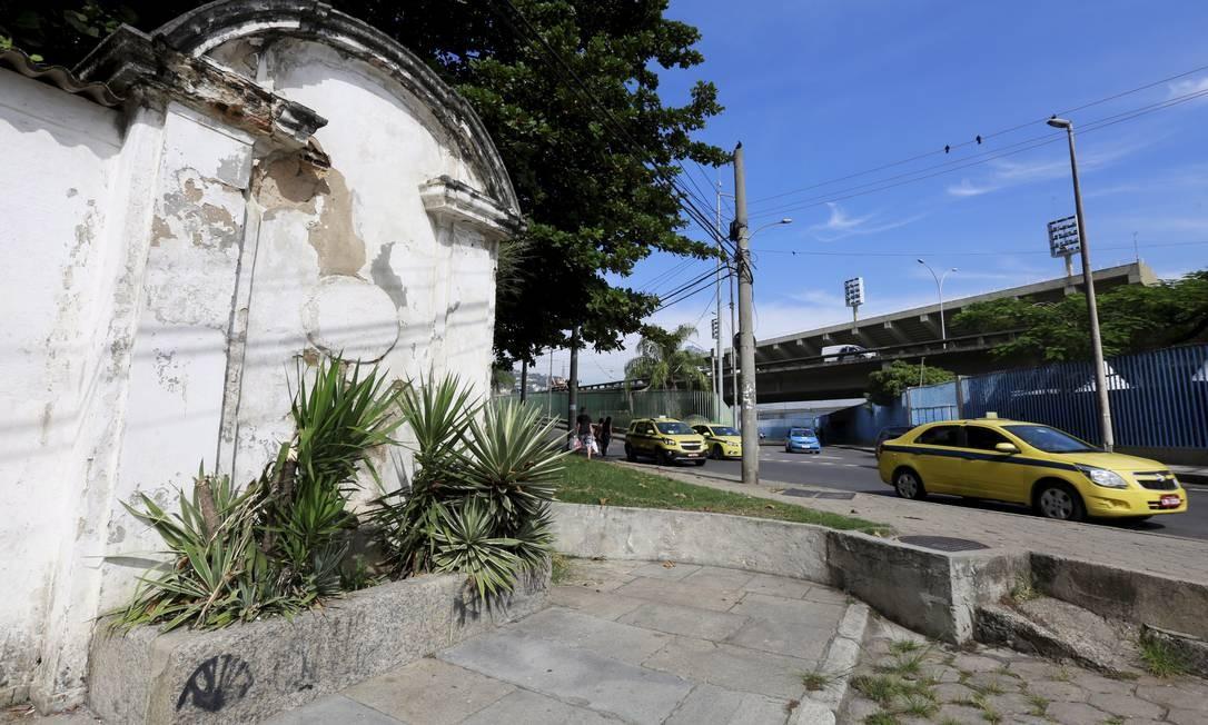 Um dos maiores exemplos de abandono é o Chafariz do Lagarto, na Rua Frei Caneca,construído em 1786 Marcos Ramos / Agência O Globo